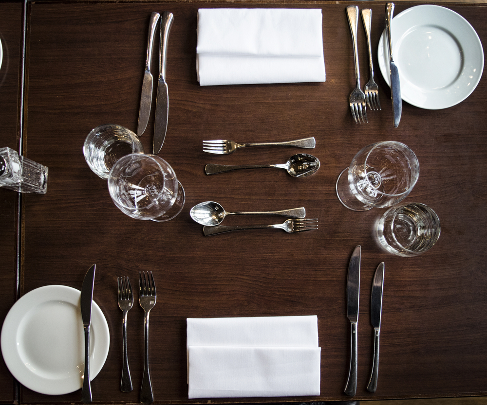 Do you know how to set a dining table?