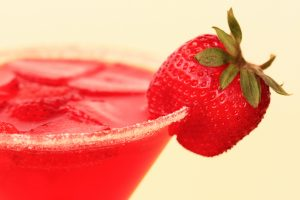 Refreshing_Sugar_Sweet_Red_Strawberry_Martini_Drink_(3405075157)