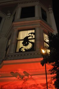 25-ideas-to-decorate-windows-with-silhouettes-on-halloween-4